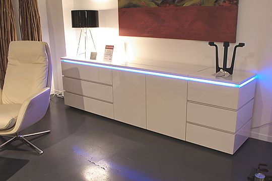 interl bke sideboard cube mit led beleuchtung lack wei lp eur ebay. Black Bedroom Furniture Sets. Home Design Ideas